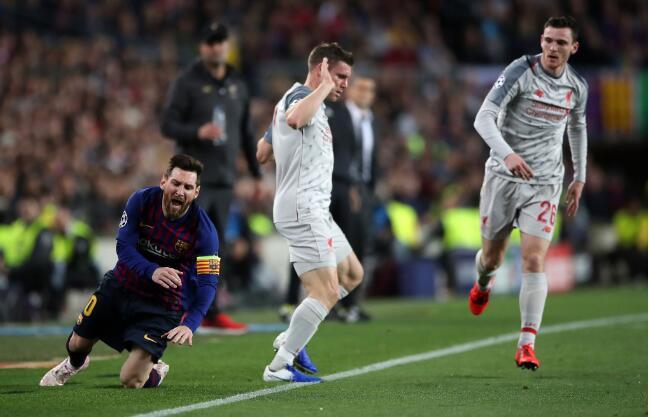 """詹姆斯·米尔纳透露,在利物浦与巴塞罗那的欧冠比赛中,梅西在隧道里叫他""""傻逼的毛驴""""。"""