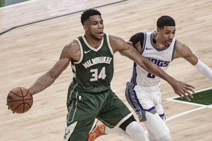 密尔沃基雄鹿vs华盛顿奇才 NBA联赛2021